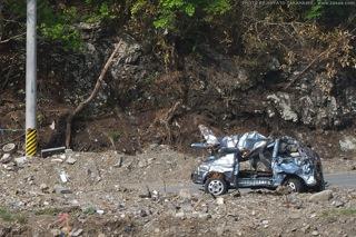 破壊された車