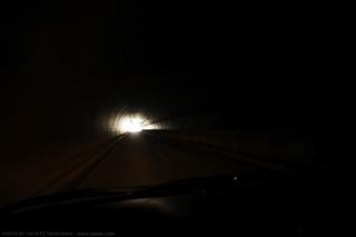 電灯の消えたトンネル