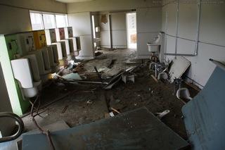 破壊されたトイレ