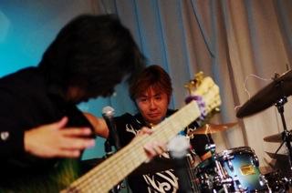 吉田氏 (Drum) と永井氏