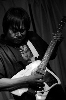 加藤氏 (Guitar)
